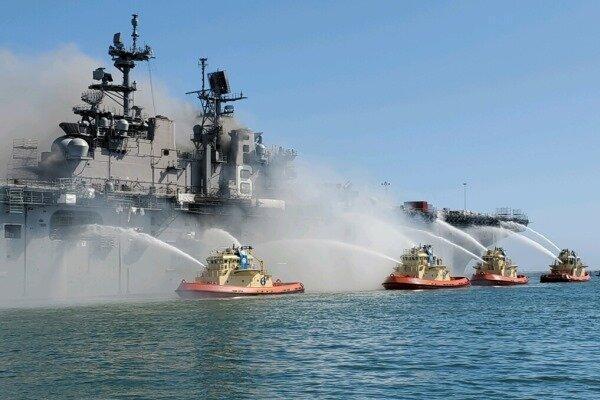 نیروی دریایی آمریکا استفاده از رزم ناوهای دوزیست را تعلیق کرد